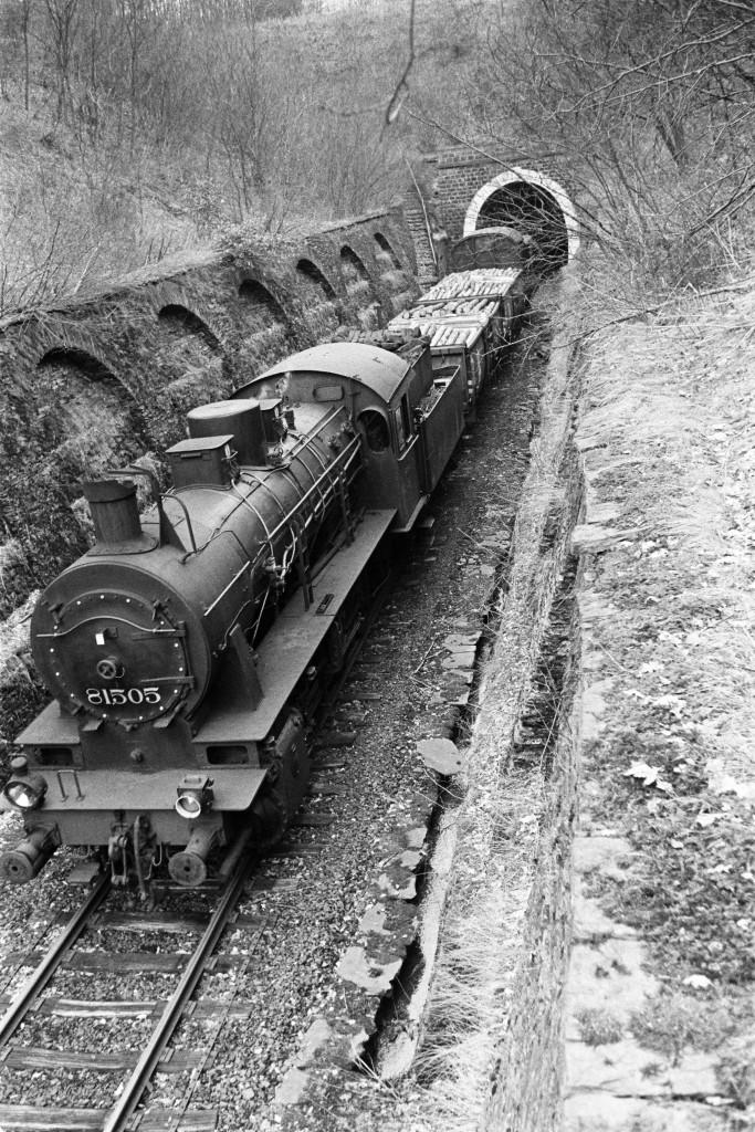 Ein belgischer Güterzug beim Verlassen des Tunnels in Richtung Wilwerdange (Foto Paul Aschman 1961, © Phototèque Ville de Luxembourg)