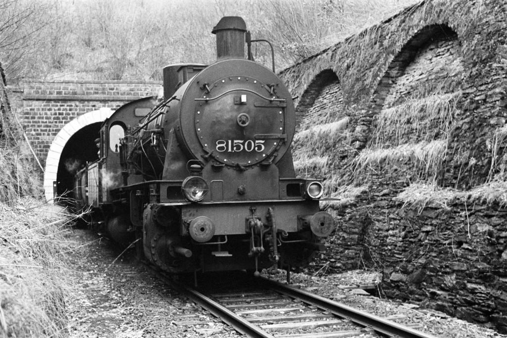 Dans les années 60, lorsque l'exploitation touchait à sa fin, chaque semaine seulement 4 trains de marchandises traversaient le tunnel de Huldange.  Les locomotives à vapeur ne remorquaient plus que 3 à 4 wagons. (Photo Paul Aschman 1961, © Photothèque Ville de Luxembourg)