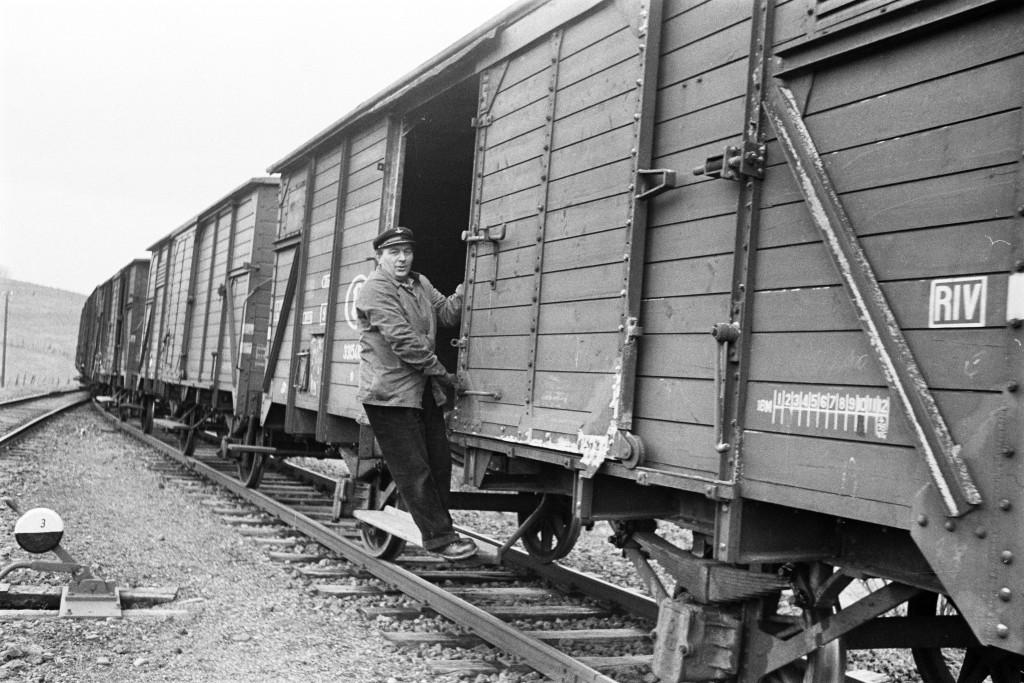 Dans les années 60, le personnel de train belge voyageait jusqu'à la gare de Wilwerdange  et gérait le triage des wagons luxembourgeois. (Photo Paul Aschman 1961, © Photothèque Ville de Luxembourg)
